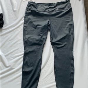 New! Athleta grey cropped workout pants